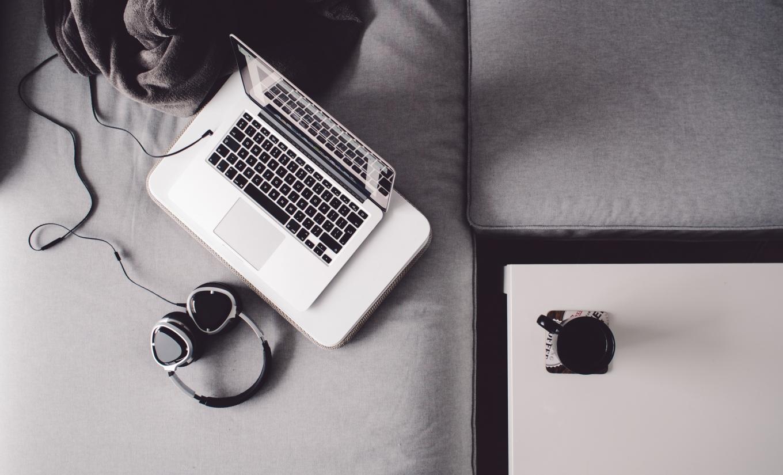 laptop-headphone-coffee-work-music